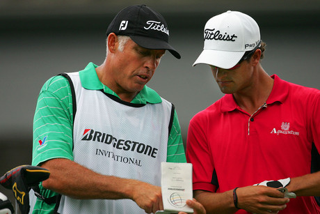 Steve Williams confers with his new boss Adam Scott (Photosport)