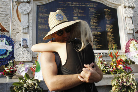 Australian citizens mourn for their compatriots who were victims of the 2002 Bali bomb blasts (Reuters)