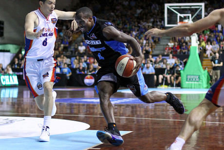 Cedric Jackson was dropping three-pointers with ease last week. Can he carry on in the same form against the 36ers tonight? (Photosport file)