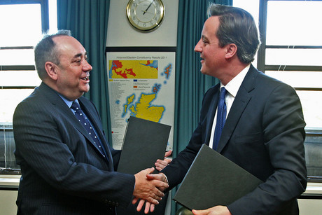 Scotland's Alex Salmond shakes hands with Britain's David Cameron (Reuters)
