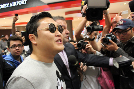 'Gangnam Style' star Psy arriving at Sydney airport (AAP)