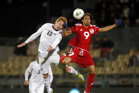 Tahiti's Teaanui Tehau goes one on one with All Whites Dan Peat (Photosport)