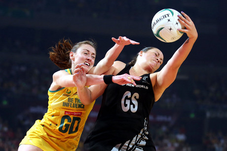 Catherine Latu and Rebecca Bulley battle for the ball (Photosport)