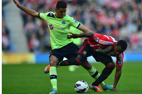 Newcastle's Hatem Ben Arfa (R) battles with Sunderland's Danny Rose for the ball (AAP)