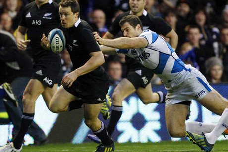 Ben Smith gets away from Scotland's Tim Visser (Reuters)