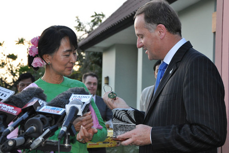Prime Minister John Key (right) presents Burma's opposition leader Aung San Suu Kyi with a pounamu necklace specially carved for her and symbolising friendship (AAP)