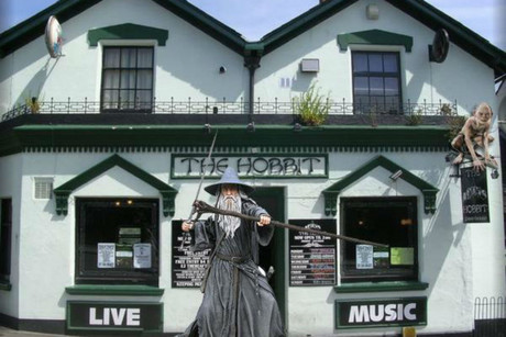 Actor Sir Ian McKellen is supporting the Hobbit pub in its legal battle with a big Hollywood producer