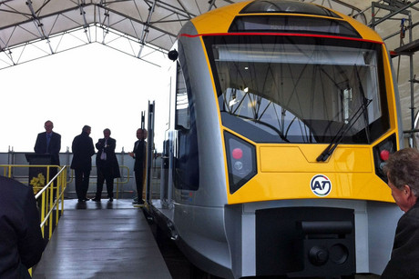 Mayor Len Brown with the train mock-up (Akl Transport)