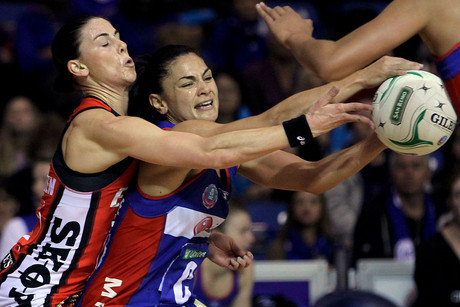 Mystics' Temepara George (R) competes against Tactix's Maree Bowden (L) (Photosport)
