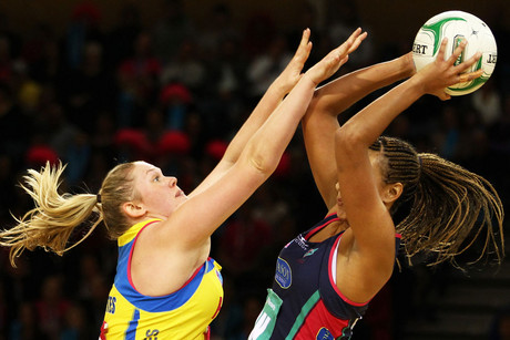 Pulse's Caitlin Thwaites looks to make a block on Vixens' Geva Mentor (Photosport)