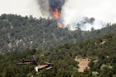 Fire continues to burn near homes in the Waldo Canyon fire west of Colorado Springs (Reuters)