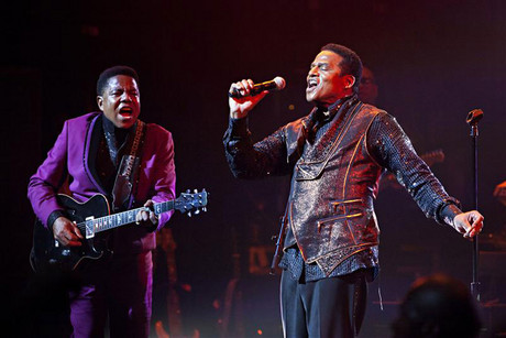 Tito and Jackie Jackson perform during the Unity Tour in New York (Reuters)