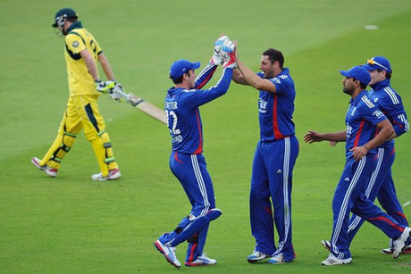 England celebrate the wicket of Steve Smith