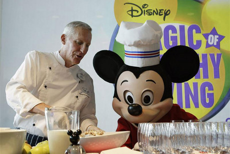 Disney culinary dietary specialist Jones prepares a smoothie with Mickey Mouse at the company's announcement for new standards for food advertising (Reuters)