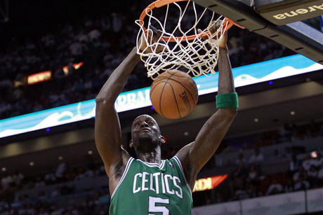 Boston Celtics' Kevin Garnett dunks (Reuters)