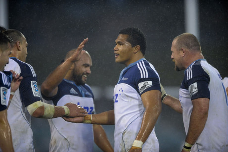 Blues players celebrate (NZN)