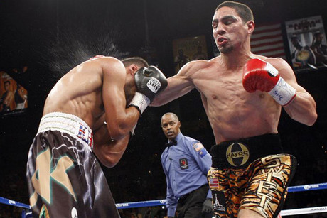 Amir Khan (L) take a punch from Danny Garcia (R) (Reuters)