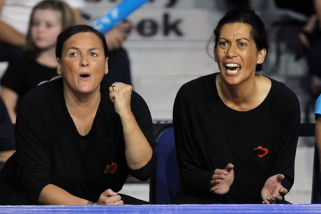 Magic's Head Coach Noeline Taurua (R) and Assistant Coach Margaret Foster (L) (Photosport file)