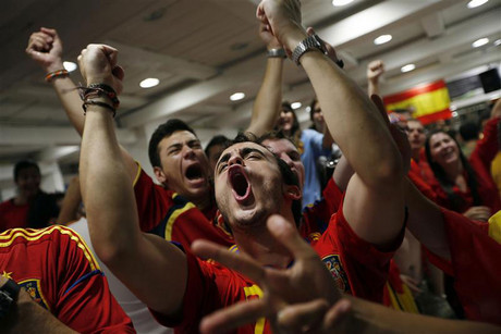 Spanish fans explode with delight (Reuters)