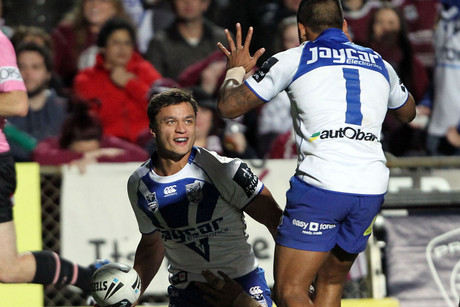 Sam Perrett (L) celebrates his try with Ben Barba (R) (NZN)