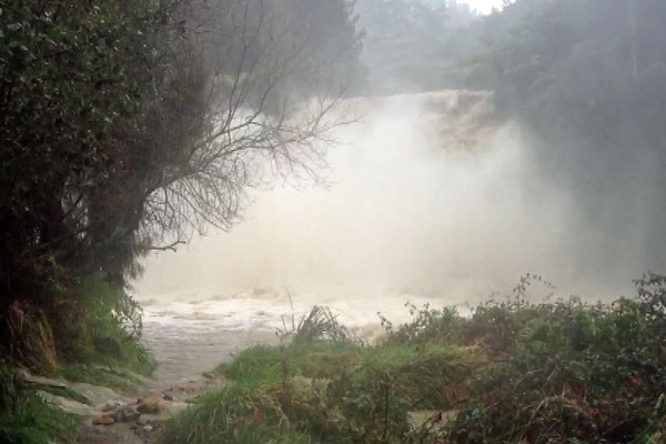 Abby Harrison sent 3 News footage of the Owharoa Falls, between Paeroa and Waihi
