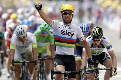 Mark Cavendish salutes his win (Reuters)