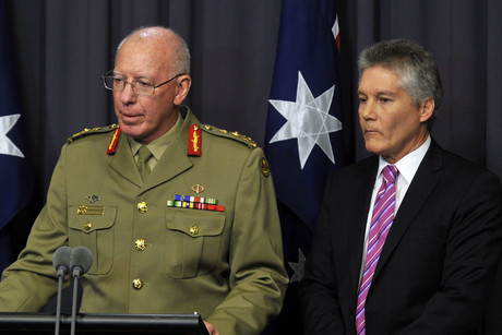 General Davd Hurley and Australian defence minister Stephen Smith (AAP)
