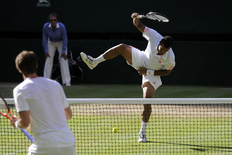 Jo-Wilfried Tsonga reacts after being hit with the ball during his match with Andy Murray (NZN)