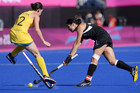 Kayla Sharland of New Zealand (R) shoots past Madonna Blyth of Australia (AAP)