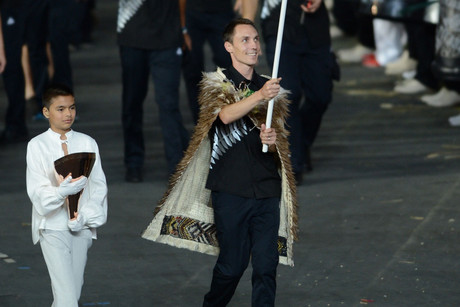 Flag bearer Nick Willis was save by the Dutch (NZN)