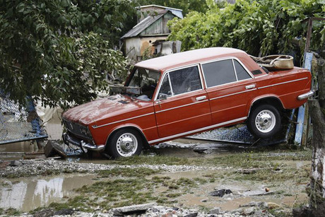 A car left behind in the wake of the flooding in the southern Russian town of Krymsk  (Photo: Reuters)