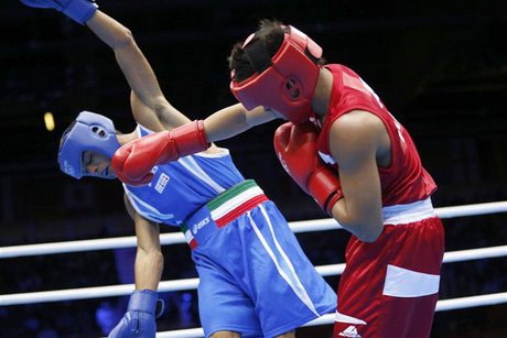 The Phillipines' Mark Barriga (R) lands a punch on Italy's Manuel Cappai (L) in London (Reuters)