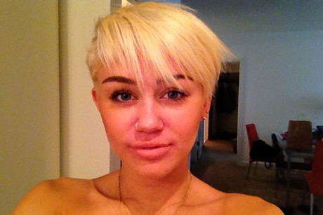 Miley Cyrus showing off her new haircut (Twitter.com)