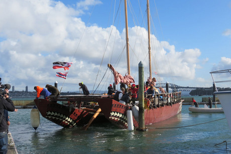 Hainui waka arriving in NZ