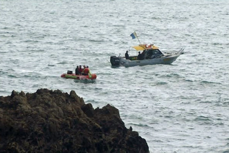 The divers took advantage of a brief break in the weather along the coast of New Plymouth