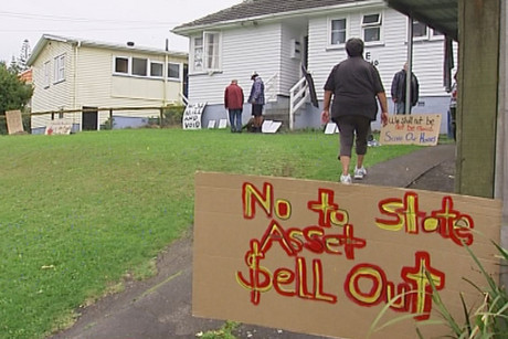 Contractors have begun to remove 40 state houses earmarked for redevelopment in the Auckland's Glen Innes