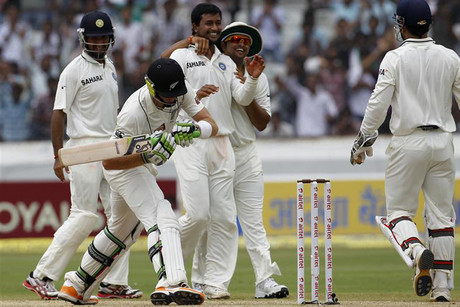 Pragyan Ojha removes Martin Guptill in the second innings (Reuters)