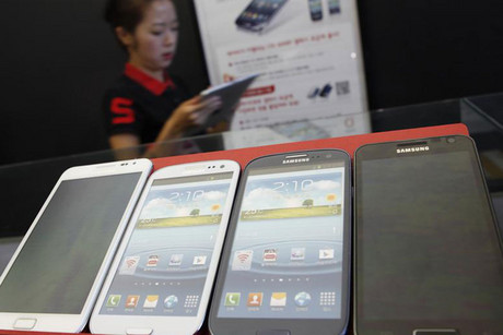 Apple wants eight of Samsung's smartphones banned from sale in the US (Reuters file)