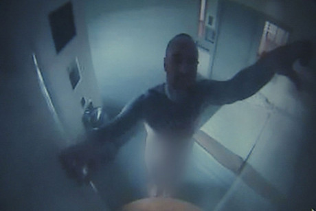 Antonie Dixon can be seen obscuring a prison camera with wet toilet paper