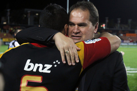 Chiefs coach Dave Rennie congratulates Liam Messam (Photosport)