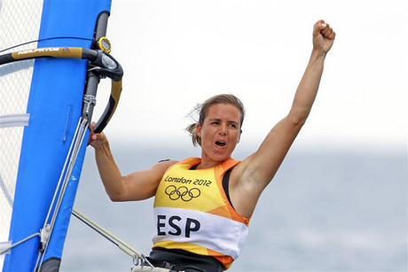 Spain's Marina Alabau celebrates after crossing the finish line to win the women's RS-X sailing class during the medal race (Reuters/Benoit Tessier)