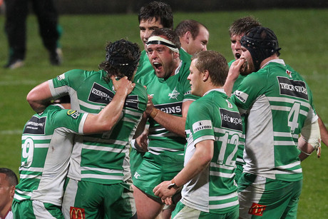 Manawatu celebrate their win (Photosport)