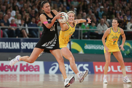 Maria Tutaia of the Silver Ferns and Julie Corletto of the Diamonds compete for the ball (Photosport)