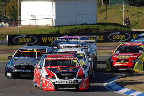Fabian Coulthard, orginally from Auckland, subbing for Greg Murphy, in his Holden, leads the field (Photosport file)