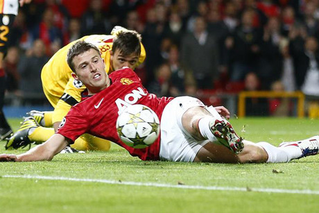 Carrick shoots to score past Galatasaray's Muslera (Reuters)