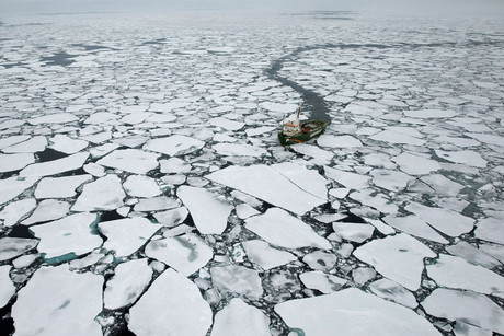 Greenpeace the Arctic Sunrise documents the ice melt (Photo: Greenpeace)