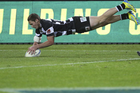Hawkes Bay's Gillies Kaka dives over for a try (Photosport)
