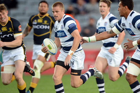 Gareth Anscombe runs in a try (Photosport)