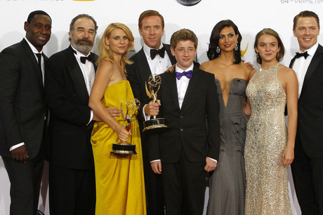"The cast of ""Homeland"" L-R: David Harewood, Mandy Patinkin, Claire Danes, Damian Lewis, Jackson Pace, Morena Baccarin, Morgan Saylor and Diego Klattenhoff, pose after the series won the Emmy award for outstanding drama series at the 64th Primetime Emmy Awards in Los Angeles (Reuters/Mario Anzuoni)"