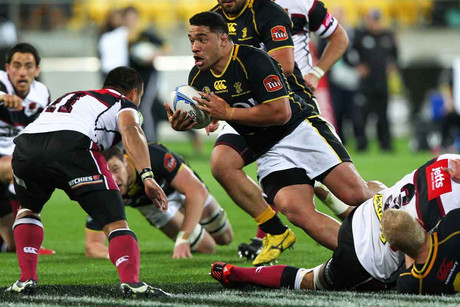 Wellington's Motu Matu'u busts through Harbour's defence (Photosport file)